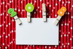 与夹子的白色空插件2018年在红色白色星秸杆 免版税图库摄影