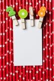 与夹子的白色空插件2018年在红色白色星秸杆 免版税库存照片