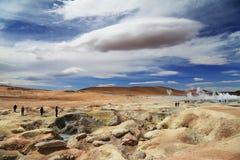 与奇怪的云彩的火山的喷泉 库存图片