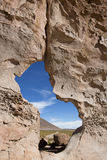 与奇怪的形状的岩层与蓝天,玻利维亚 图库摄影