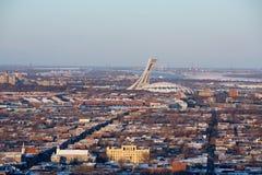 与奥林匹克Satdium的蒙特利尔都市风景 图库摄影