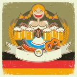 与女孩和蜂的葡萄酒oktoberfest海报标签 库存照片