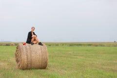 与女孩的一个完善的夏天早晨 免版税库存图片