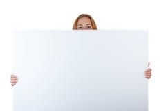 与女性微笑的眼睛的广告纸板 免版税库存照片