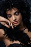 与女用长围巾的典雅的秀丽 免版税库存照片