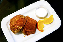 与奶油和果子的东方土耳其酥皮点心 库存照片