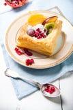 与奶油和果子的可口油酥点心 库存图片