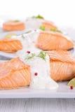 与奶油和莳萝的三文鱼 图库摄影
