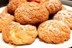 与奶油甜点奶油的小饼开胃菜 免版税库存图片