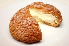 与奶油甜点奶油的小饼开胃菜 库存照片