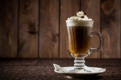 与奶油的咖啡鸡尾酒 图库摄影