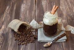 与奶油的咖啡 免版税图库摄影