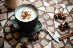 与奶油的咖啡 库存图片