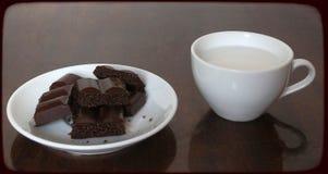 与奶油的巧克力 免版税库存图片