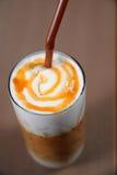 与奶油的晚咖啡 免版税库存照片