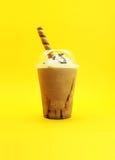 与奶油的热奶咖啡 免版税库存照片