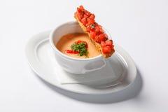与奶油的蔬菜汤在深白色碗 图库摄影