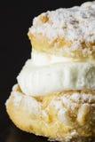 与奶油的蛋糕 免版税库存图片