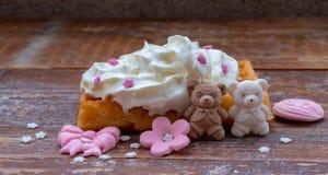 与奶油的被烘烤的奶蛋烘饼 库存图片