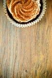 与奶油,在伍迪的杯形蛋糕的蛋糕 免版税图库摄影