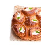 与奶油patissiere的可口自创微型奶油蛋卷小圆面包填装 免版税库存图片