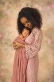 与她的婴孩的埃赛俄比亚的母亲接合 免版税库存照片