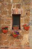 与好的花的小意大利窗口,意大利 图库摄影