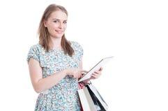 与妇女和礼物袋子的网上购物概念 库存照片