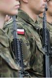 与妇女的波兰军队队伍 免版税库存图片