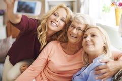 与妈妈和祖母的Selfie 免版税图库摄影