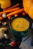与姜根的伟大的菜奶油色汤 免版税库存图片