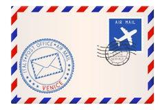 与威尼斯邮票的信封 与邮戳和邮票的国际邮件邮费 库存图片