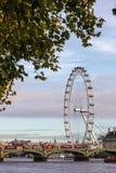 与威斯敏斯特桥梁和伦敦眼的伦敦都市风景 免版税库存照片