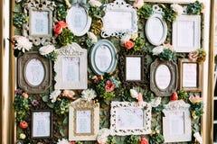 与婚礼客人名单的葡萄酒框架 图库摄影