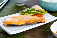 烤三文鱼用大酱汤和米 库存照片