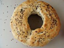 与孔和种子的圆的面包 免版税图库摄影