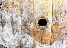 与孔的老葡萄酒桶 免版税库存照片