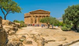 与孔科尔迪亚寺庙的全景,寺庙的谷的 阿哥里根托,西西里岛,意大利南部 图库摄影