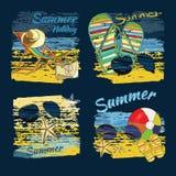 与字法的背景夏天发短信,在沙子的可躺式椅 库存图片