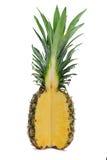 与季度剪切的成熟全部的菠萝 库存照片