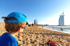 与孩子的旅行-迪拜 免版税库存照片
