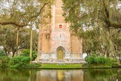 与它的华丽黄铜门的唱歌塔在湖威尔士,弗洛尔 库存图片