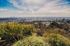 与它的skyscrappers的洛杉矶地平线从好莱坞Hil 免版税图库摄影