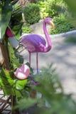 与安祖花花的桃红色假火鸟婚礼装饰和 免版税图库摄影