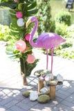 与安祖花花的桃红色假火鸟婚礼装饰和 免版税库存照片