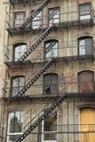与室外楼梯的老大厦 库存照片