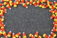 与室的糖味玉米框架周围的花呢文本的织品或空间或您的万圣夜或感恩的词 图库摄影