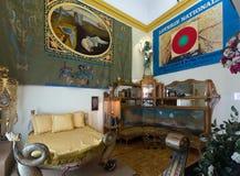 与家具的内部和书刊上的图片在大理博物馆 免版税库存图片