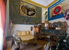 与家具的内部和书刊上的图片在大理博物馆 免版税库存照片