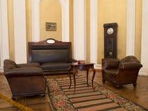 与家具的19世纪葡萄酒内部 库存照片
